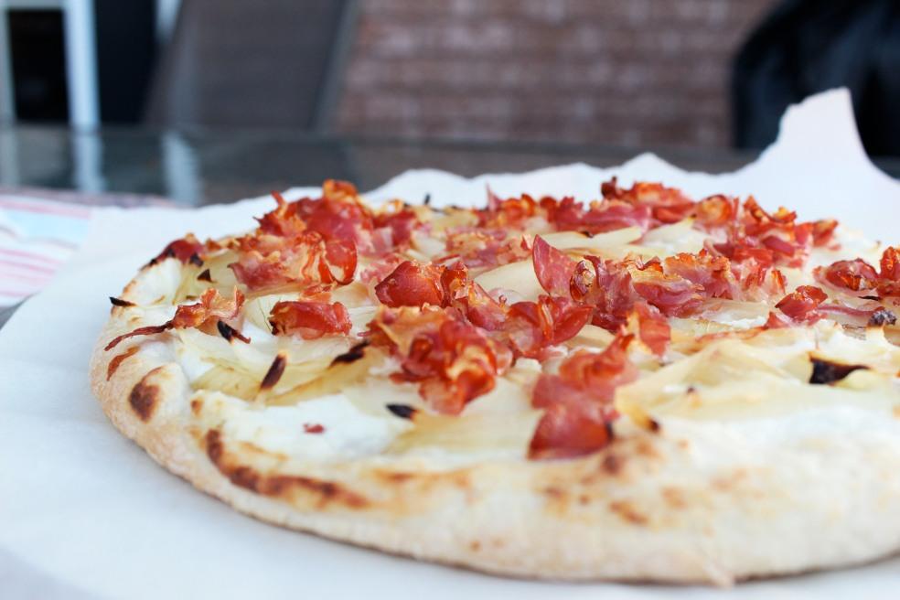 ピザ風フラムクーヘンが密かに人気♡小麦粉こねるだけで主食にもおやつにも大変身6選